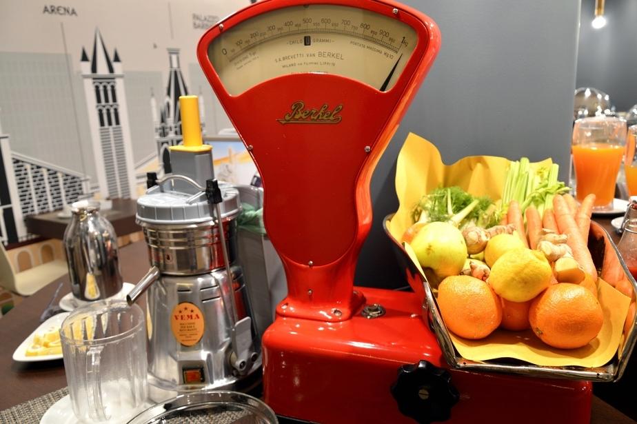 Fresh fruit juices for breakfast