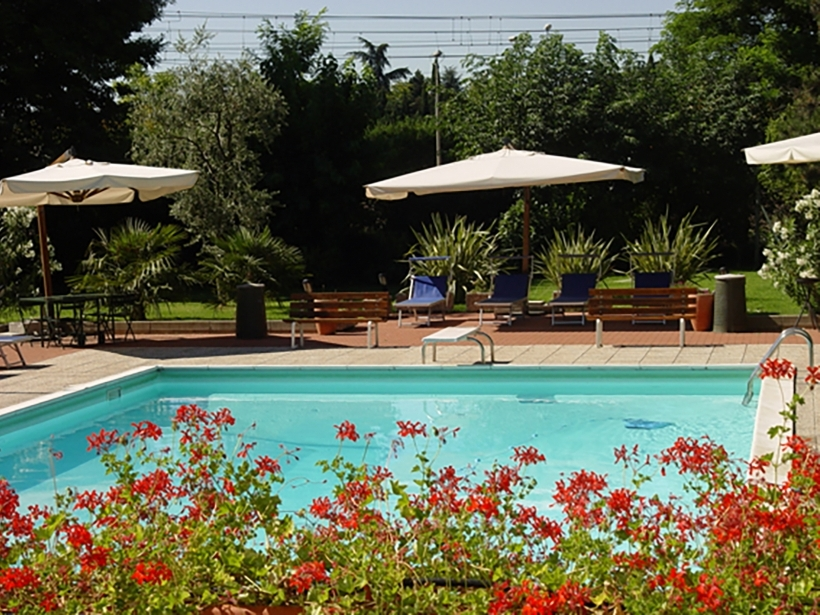 Soave Hotel with outdoor pool