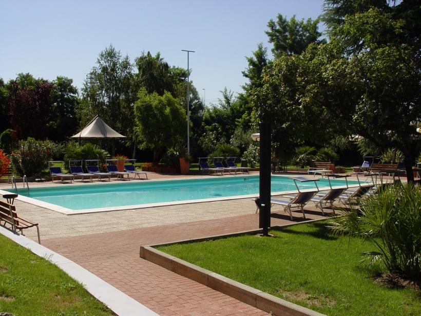 San Bonifacio Verona: hotel with pool and solarium