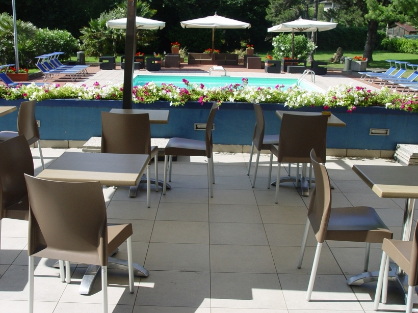 Relax in the pool of Soave Hotel