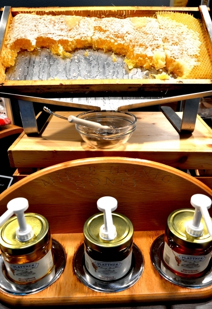 Different kinds of honey for your breakfast