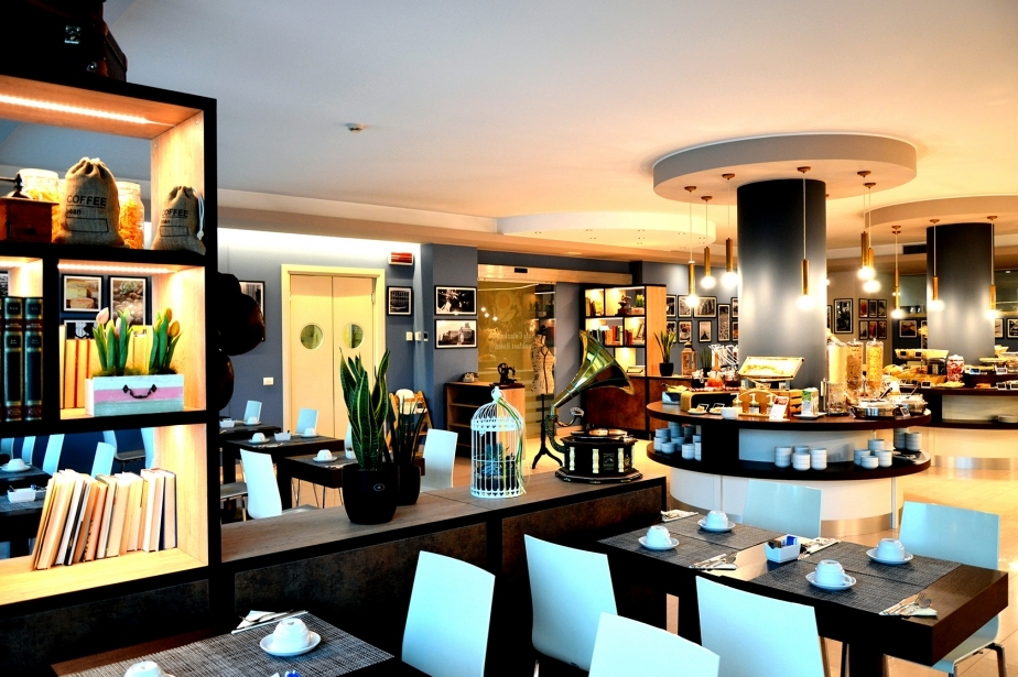 The modern breakfast room of the Soave Hotel