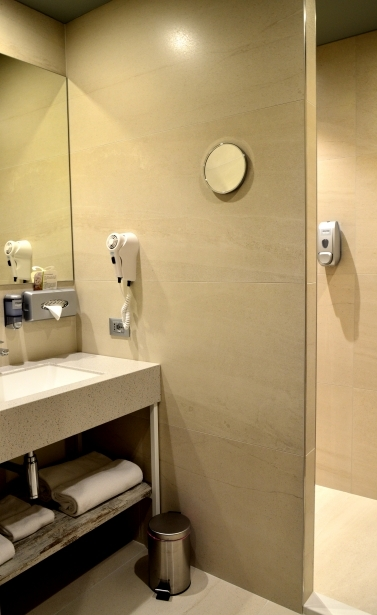 Spacious bathrooms in the rooms of BW Plus Soave Hotel