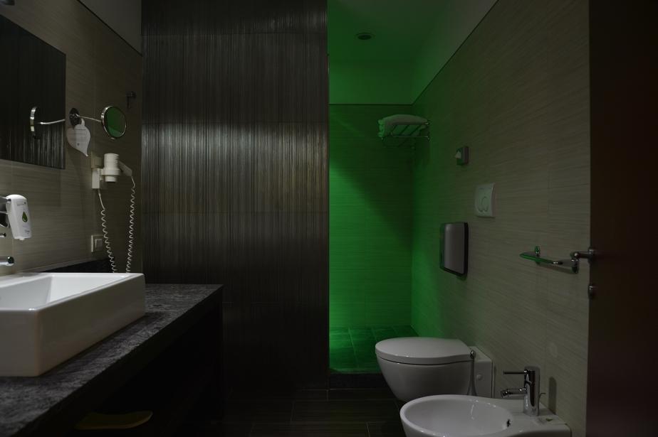 Bagni di comfort e stile nelle camere di Soave Hotel