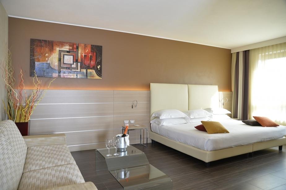 Luce e stile nelle camere Emotion del Soave Hotel